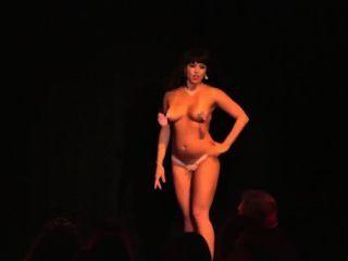 Beauiful Titty Shaking (burlesque Girls)