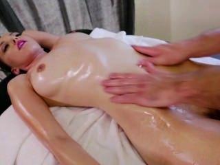 Stressed Slut Has Her Pink Massaged.