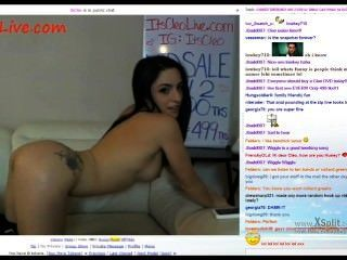 Cam Babe Twerks Naked.