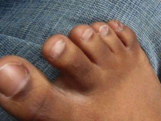 Lil Cherokee Show Her Feet