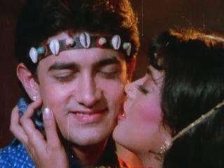 Aamir Khan Gives Juhi A Hickey - Tum Mere Ho - Hot Kissing Scenes.mp4