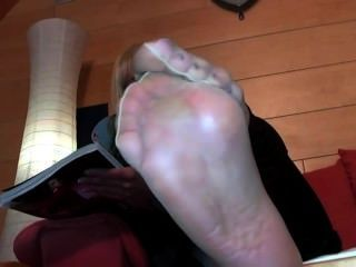 Ill Be Back But Look At Her Sexy Soles Till I Return,dont Own