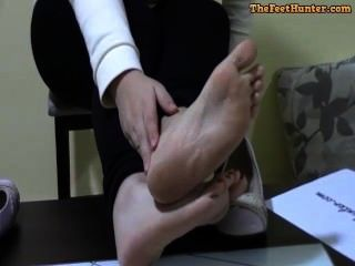 Diosa Susi - Brunette Spanish Girl Showing Her Pretty Feet Red Toenails