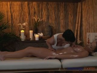 Massage Rooms Lesbian With Amazing Breasts Gives Her Client A Sensual Time