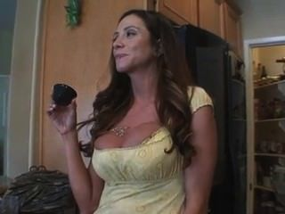 House Wife Ariella Ferrera