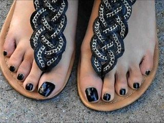 Nia Black Toenails