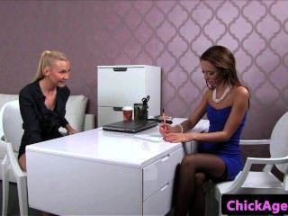 Casting Beauty Stimulates Agents Clit With Vibrator