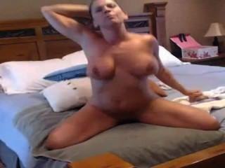 Sexy M.i.l.f Has An Orgasm On Cam