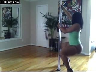 Hot Cam Girl Smooth Tweking And Pole Dance