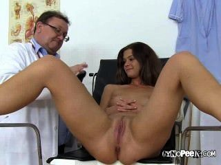 Veronicas Huge Pussy Gets Tool