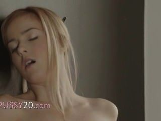 Beautiful Blondie Babe And Art Of Toying