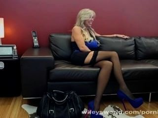 Watch As Milf Has Some Dirty Fun!