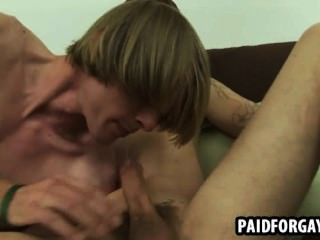 Straight Hunk Sucking On A Hard Cock For Some Cash