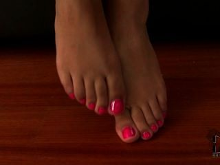 Alexis Brill Showing Her Young Toes And Soles
