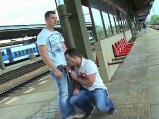 Mamando Verga En La Linea De El Metro