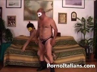 Amateur Italian - Moglie Italiana Scopata Sul Divano - Wife Italian Fucking