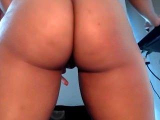 Girl Showing Her Huge Butt
