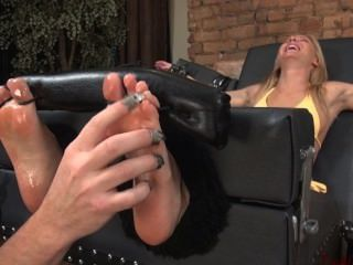 Niki Lee Tickle Hypnotized