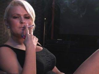 Simone Toon Smoking 3